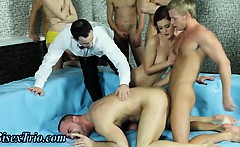Bi dudes in bi orgy sucking cock