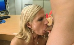 Mature gorgeous babe gives wild oral-job job