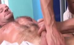Amateur gay bear gives a filthy massage