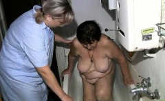 Nasty old woman gets her cunt dildo