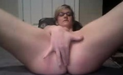 Milf Jenna fingering an doing a handstand