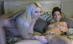 Brunette vs blonde in old fashioned squirting pussy war