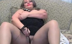 Busty chubby mature toying on cams