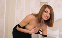Hot Sexy Pretty Babe Loves Masturbating on Cam