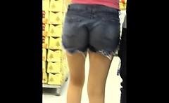putinha com seu corno sem calcinha ao supermercado