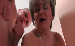 Horny mature hooker gets that wet cunt