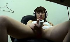Sultry Japanese girl sends her fingers and a dildo pleasing