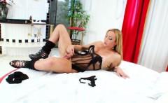 Hot Latin Shemale Laura Ferraz Masturbates