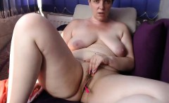 Amateur french chubby mature masturbate at the public beach