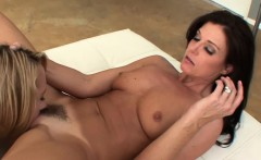 Teen step daughter pussylicked by new stepmom