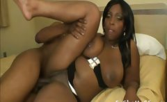 Chubby ebony ghetto slut from the streets gets her pussy