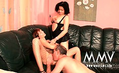 German sex teacher Gina helping out a couple