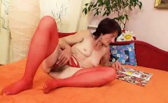 Ugly granny Matylda spreads and toys unshaven twat