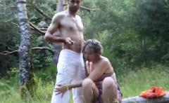 Adventurous gf likes having sex outdoors