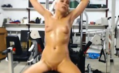 Nude Webcam Girl WOrking Out With Vibrator