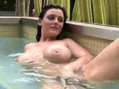 Sophie Dee rubs clit in the pool