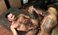 Muscle bear flip flop with anal cumshot
