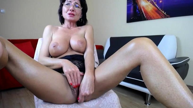 Amateur Babyzelda Flashing Boobs On Live Webcam