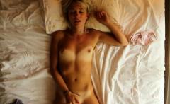 Amateur nerd masturbate on webcam using her vibrator