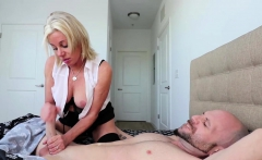 Super cute over 40 MILF Payton Hall loves nothing more than