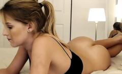 Sexy amateur blonde babe toying herself on web cam