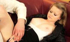 Amateur blonde gets pussy fingered
