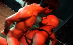 Submissive nude hunk gets ass-fucked in suspension