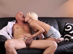 Daddy4k. Massage Dann Alt Und Jung Sex Macht Gf Und Vater