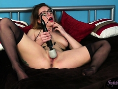 Glasses Babe Spreads Cumshot On Her Face
