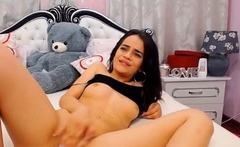 Teen Babe Fucking Her Pussy On Cam